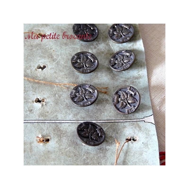 Bouton ancien en métal décor de feuillage