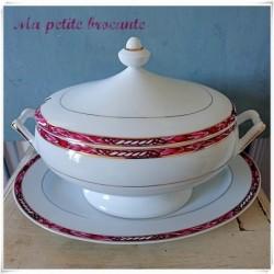 Belle soupière et son présentoir en porcelaine de Limoges Arnauld de Brissac