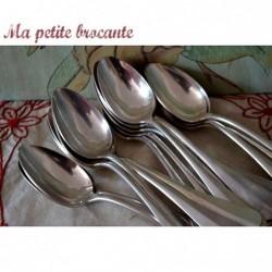 Lot de 18 cuillères à soupe en métal argenté modèle baguette