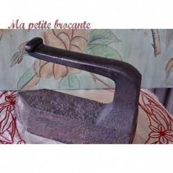 Ancien fer à repasser de tailleur en fer forgé