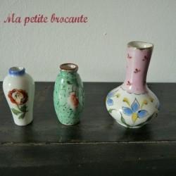 Lot de trois vases...