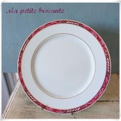 Grand plat rond en porcelaine de Limoges Arnauld de Brissac