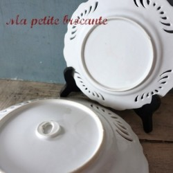 Service à dessert en porcelaine ajourée d'un joli décor floral