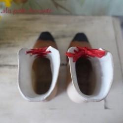 Belle paire de bottines miniature en porcelaine 1900