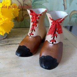 Belle paire de bottines miniature en porcelaine 1900