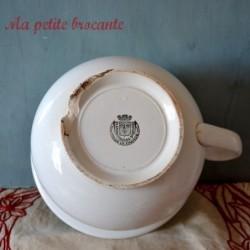 Ancien pot de chambre vase de nuit en porcelaine de St Amand