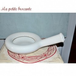 Ancien bassin urinoir de malade en porcelaine opaque de Sarreguemines