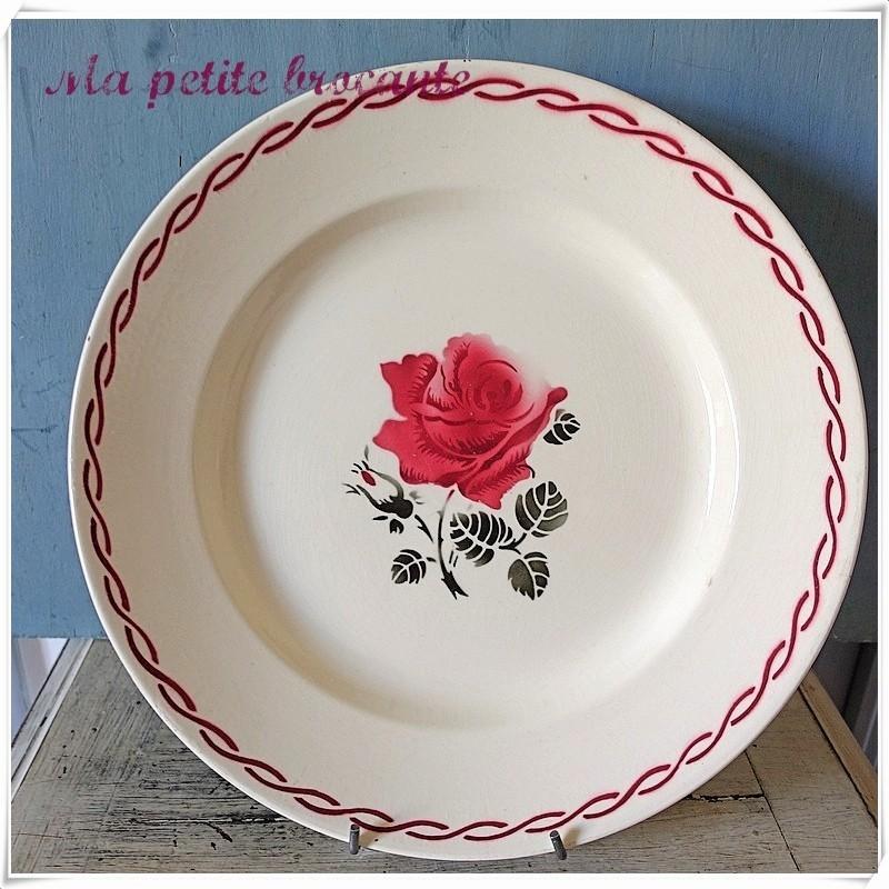 Ancien grand plat rond en demi-porcelaine de Badonviller