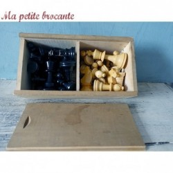 Boîte complète de pièces d'échec en bois