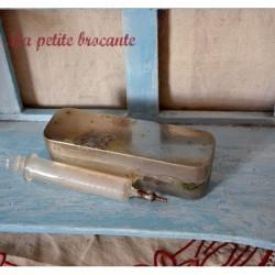 Seringue ancienne en verre gravé L. Dubernard Paris dans son étui