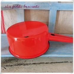 Ancienne petite casserole rouge émaillée