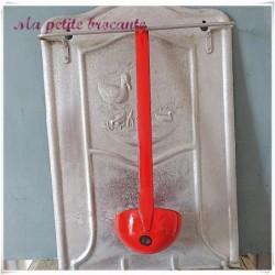Louche ancienne émaillée rouge