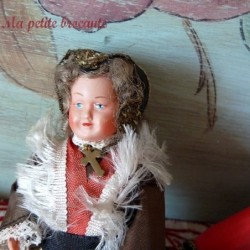 Lot de deux poupées folkloriques anciennes