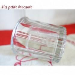 Ancien pot de confiture facettes en verre épais