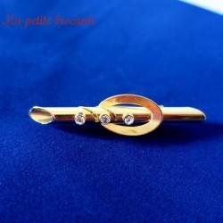 Broche en métal doré avec trois pierres