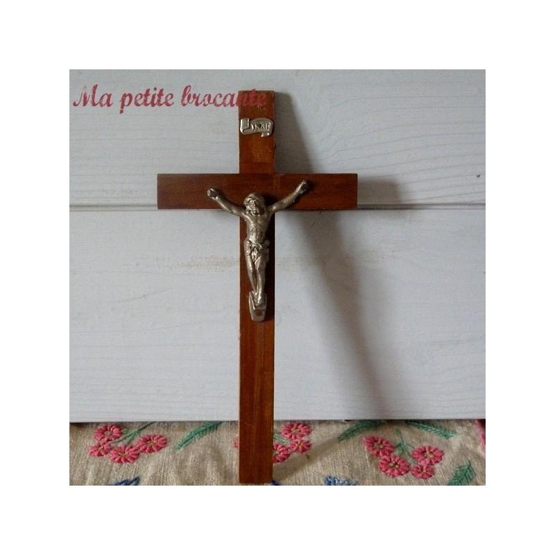 Crucifix ancien en bois et régule