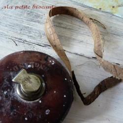 Décamètre ancien industriel en cuir marqué Treble England