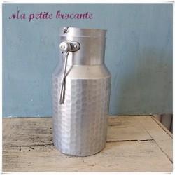 Pot à lait en aluminium D....