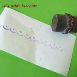 Rouleau ancien pour broderies festonneur motif bordure