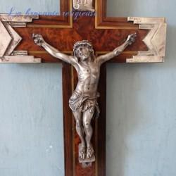 Crucifix ancien art déco bois et métal argenté