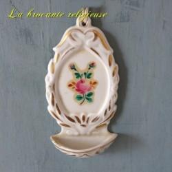 Bénitier ancien en porcelaine décor de roses