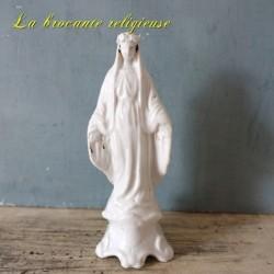 Statue de la vierge en porcelaine blanche début XXème