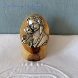 Vierge et l'enfant sur un socle en olivier