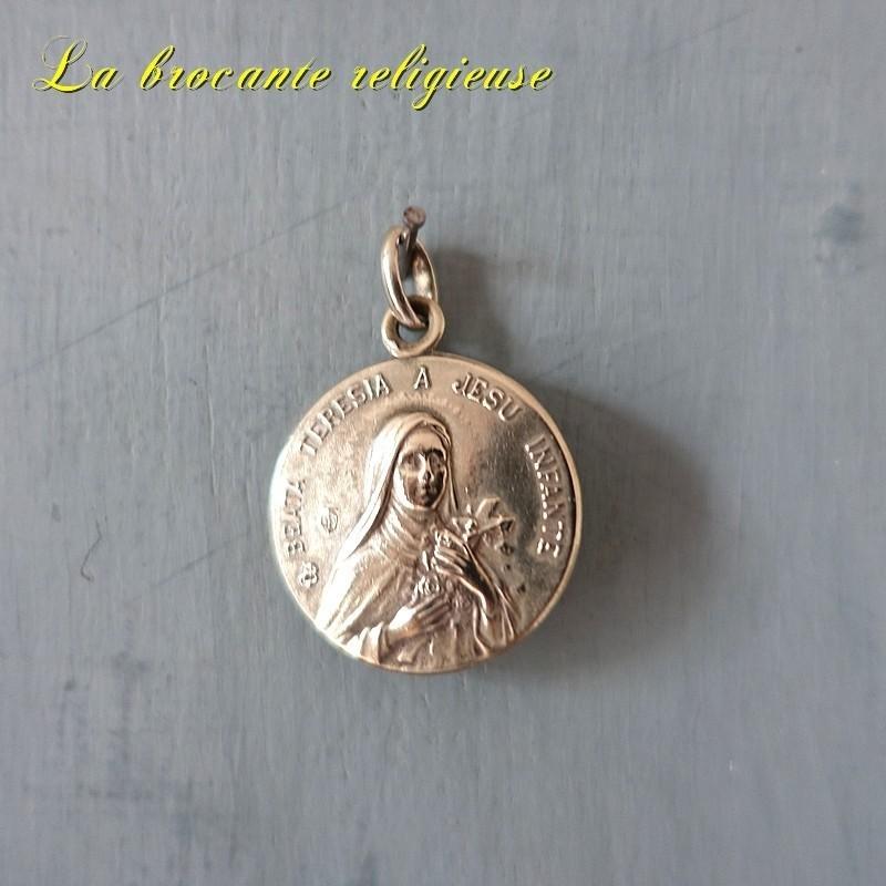 Médaille ancienne beata  teresia a jesu infante