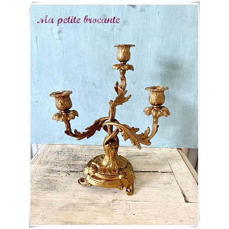 Candélabre trois bras de lumière en bronze style Louis XV