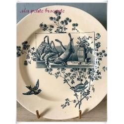 Assiette plate en terre de fer la Samaritaine thème retour de chasse