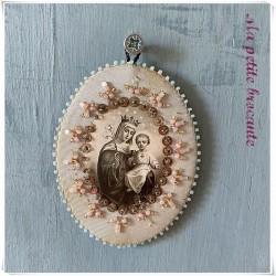 Scapulaire reliquaire Agnus Dei brodé de perles vierge et l'enfant
