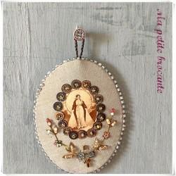 Scapulaire reliquaire Agnus Dei brodé de perles vierge Marie
