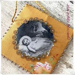 Scapulaire reliquaire Agnus Dei brodé de perles l'enfant Jésus