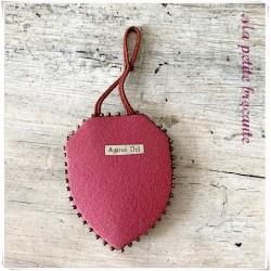 Scapulaire reliquaire Agnus Dei brodé de perles le sacré coeur de Jésus Christ