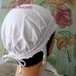 Belle coiffe ancienne en coton blanc et broderies anglaise