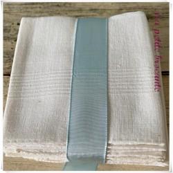 Lot de douze mouchoirs anciens en fil de lin brodé de la lettre P