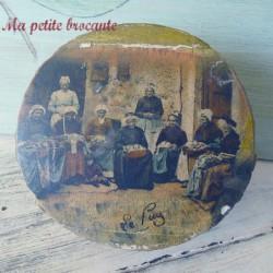 Boîte ronde souvenir du Puy en bois décor de dentellières