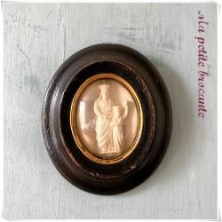 Médaillon reliquaire en platre de la vierge Marie à l'enfant