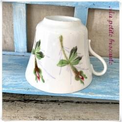 Tasse ancienne décor floral peint à la main