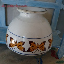 Très grand bol ancien en faïence décor de frise de papillons