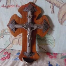Crucifix bénitier ancien