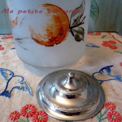 Seau à biscuits verre dépoli peint d'un décor de fruits
