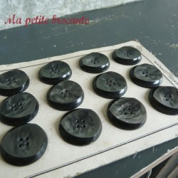 Ancienne plaque de 12 gros boutons Paris Elégant