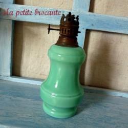 Lampe à pétrole de dinette en opaline verte