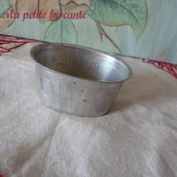Moule ancien en fer blanc étamé à aspic
