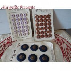 Lot de trois plaques de boutons anciens mode Paris