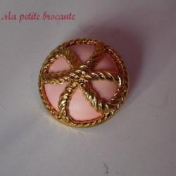 Bouton ancien en plastique vintage rose