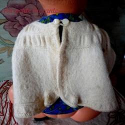 Petit gilet de bébé en laine écru