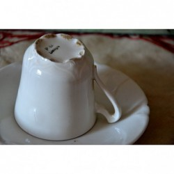 Tasse et soucoupe en porcelaine blanche de Limoges